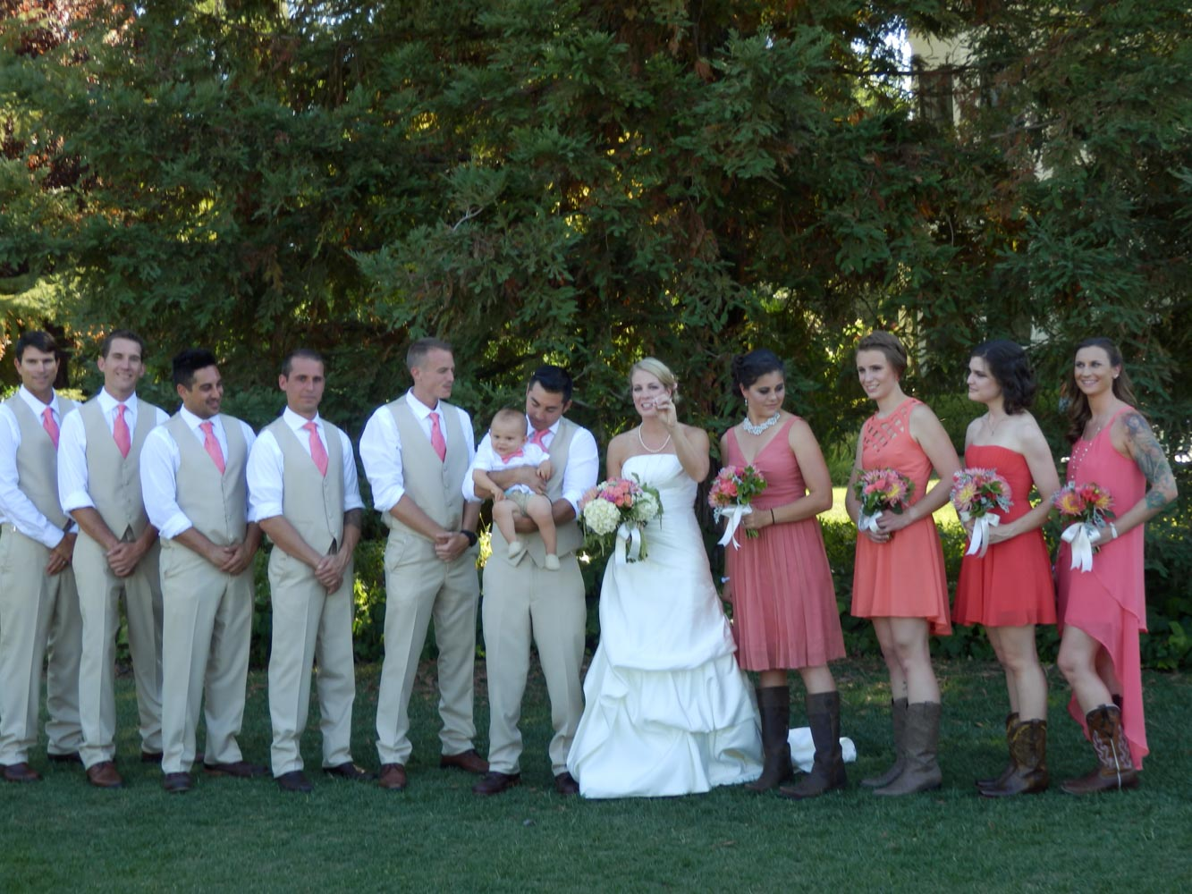 Bride and groom and large wedding party on the ceremony grounds of Inn at Park Winters