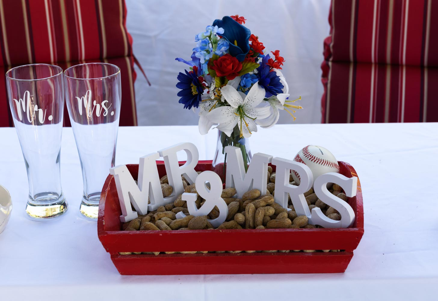 Baseball wedding centerpiece with peanuts, beer glasses, and Mr. and Mrs. sign